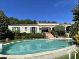 Villa met ruime tuin, uitzicht en verwarmd zwembad